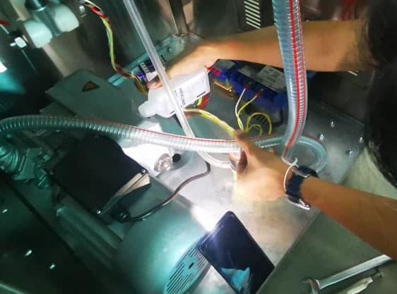 รับซ่อมเครื่องซีลสุญญากาศ-ช่างซ่อม9