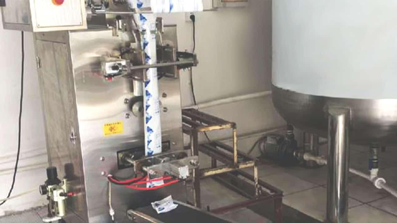 โรงงานผลิตน้ำแข็งเทียม-เครื่องจักร-1